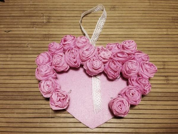 idée de déco saint-valentin à faire soi-même coeur roses en textile