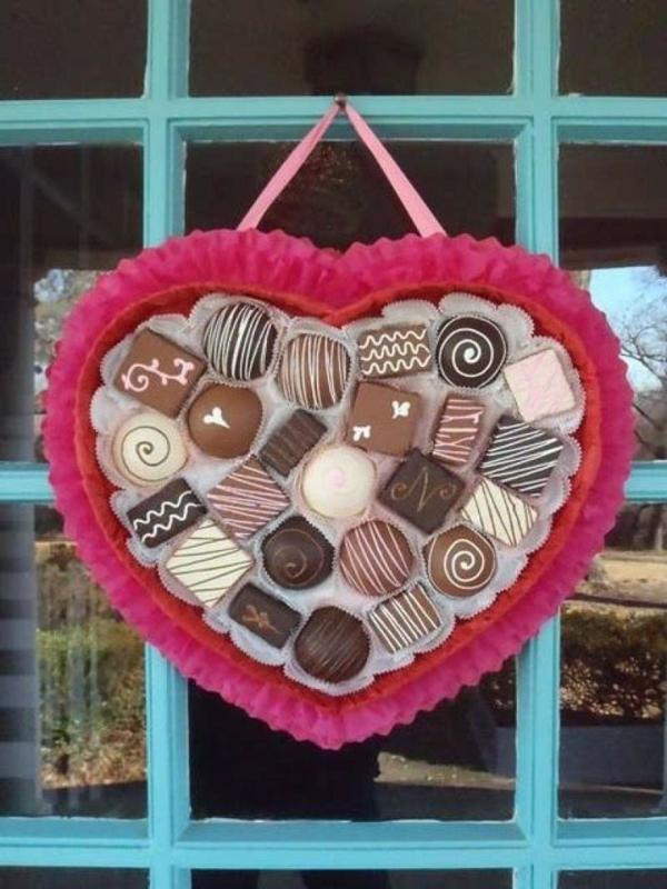 idée de déco saint-valentin à faire soi-même couronne de porte bonbons