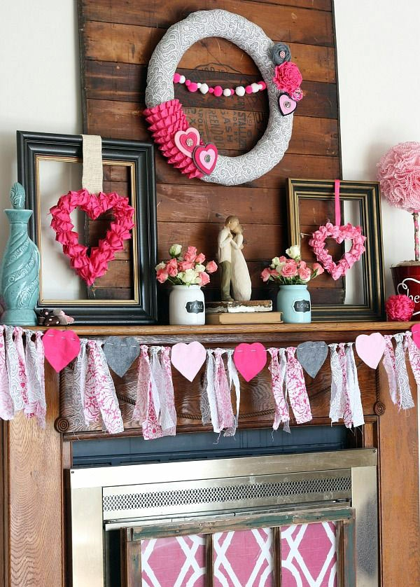 idée de déco saint-valentin à faire soi-même déco cheminée cadres de photos guirlande couronne