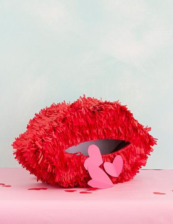 idée de déco saint-valentin à faire soi-même lèvres en textile