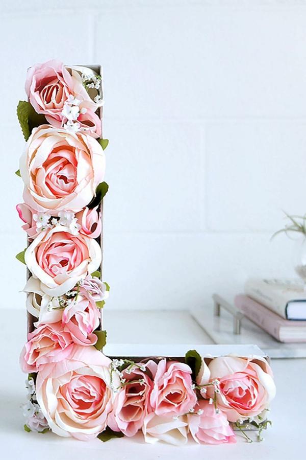 idée de déco saint-valentin à faire soi-même lettre carton fleurs