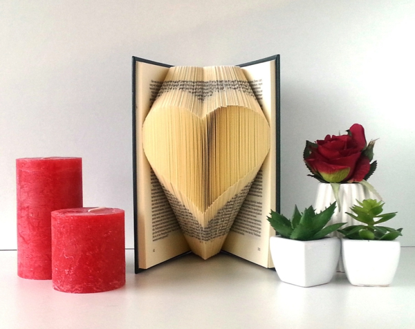 idée de déco saint-valentin à faire soi-même livre pages stylisées