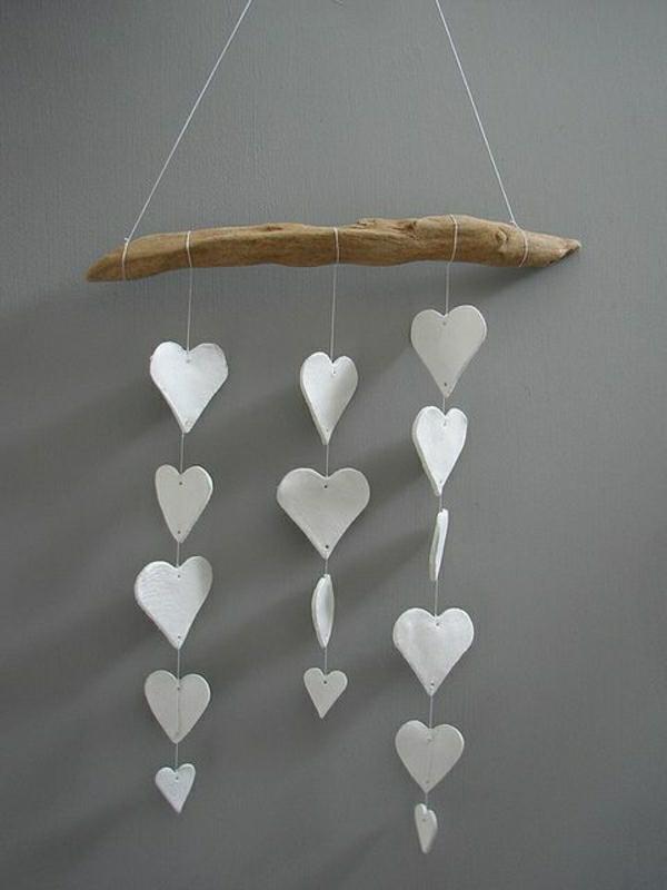 idée de déco saint-valentin à faire soi-même mobile bois flotté pâte à sel