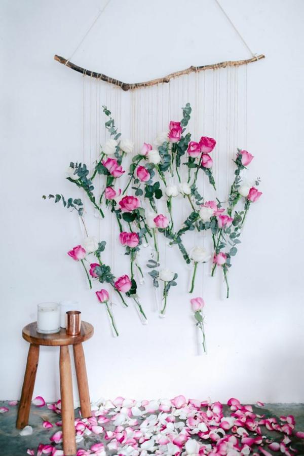 idée de déco saint-valentin à faire soi-même mobile en bois flotté et fleurs