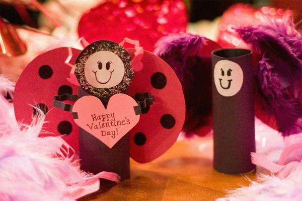 idée de déco saint-valentin à faire-soi même rouleaux de papier toilette