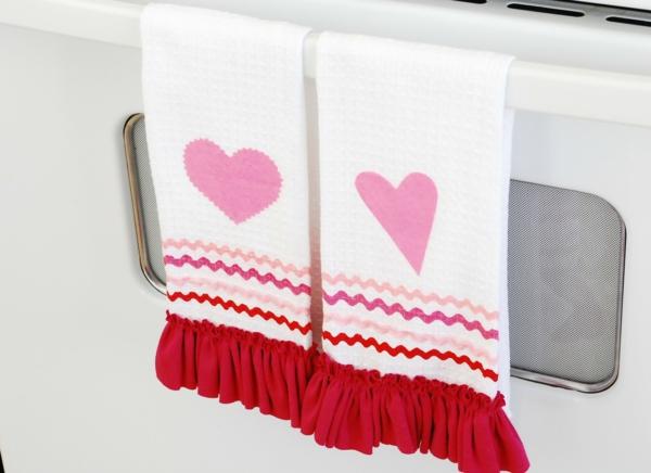 idée de déco saint-valentin à faire soi-même serviettes de bain décorées