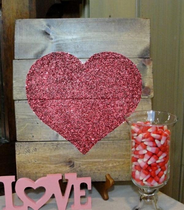 idée de déco saint-valentin à faire soi-même tableau en bois paillettes