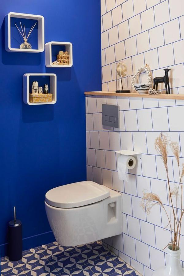 idée de peinture toilettes tendance bleu électrique