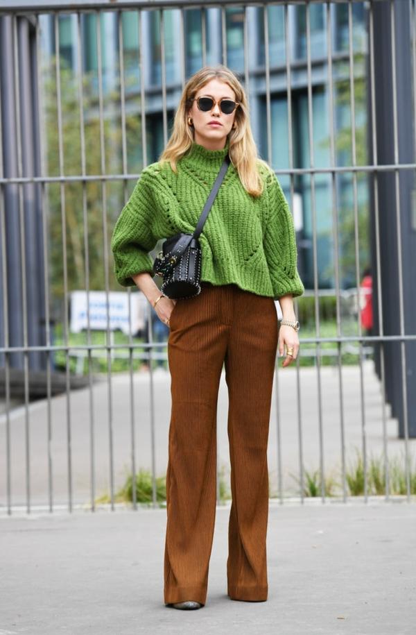 mode femme pantalon large marron velours côtelé pull vert