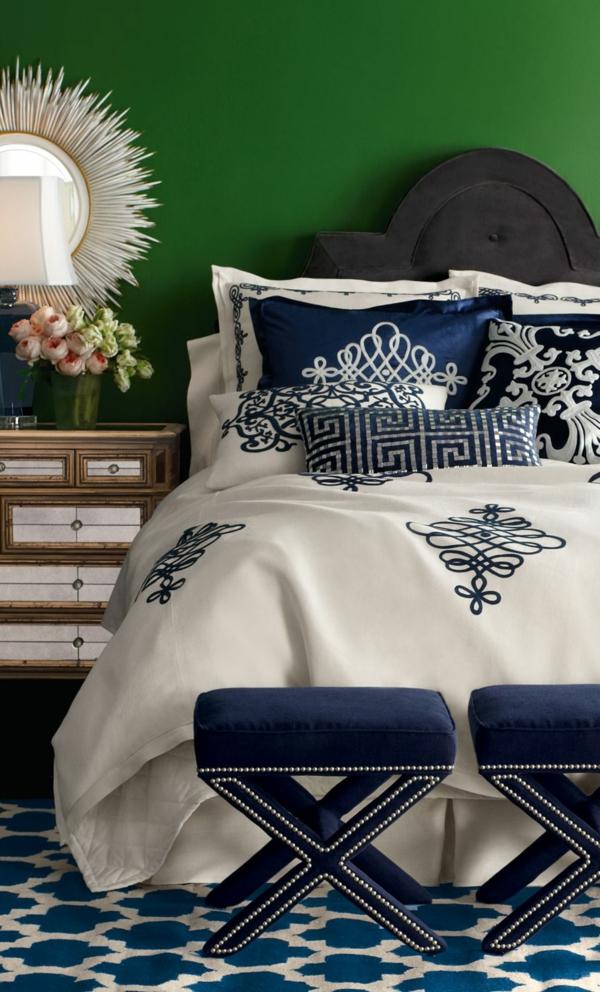 peinture vert émeraude chambre linge de lit bleu et blanc