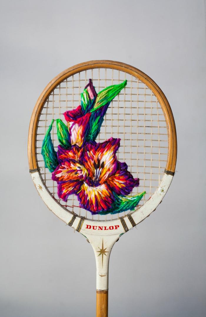 pelote de laine déco raquette de tennis