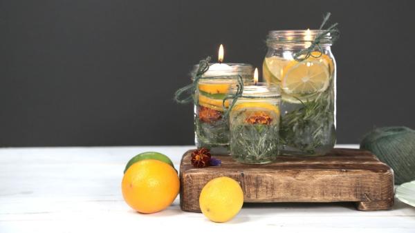 plante citronnelle des bocaux avec des bougies