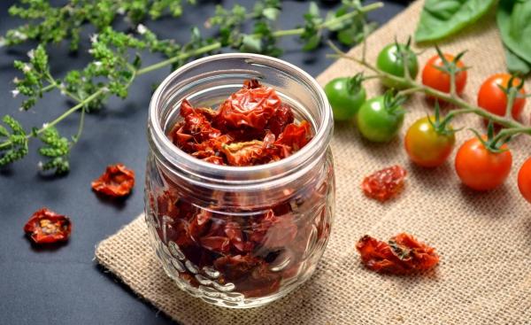 planter des tomates cerises séchées pour les plats