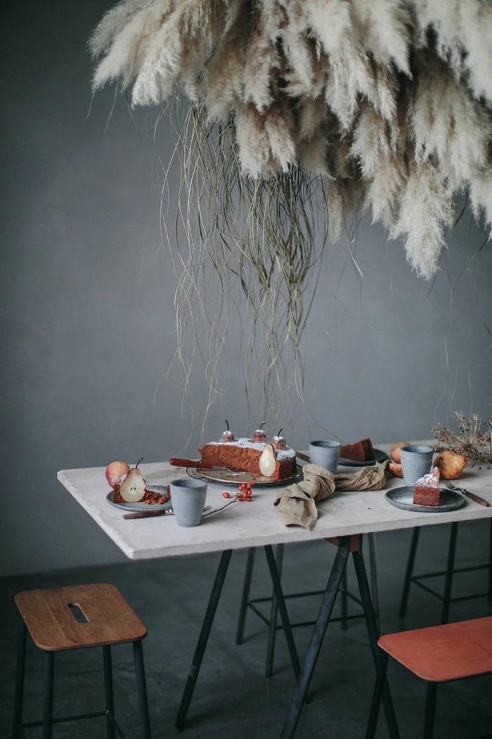 salle à manger déco avec herbe de la pampa suspendue