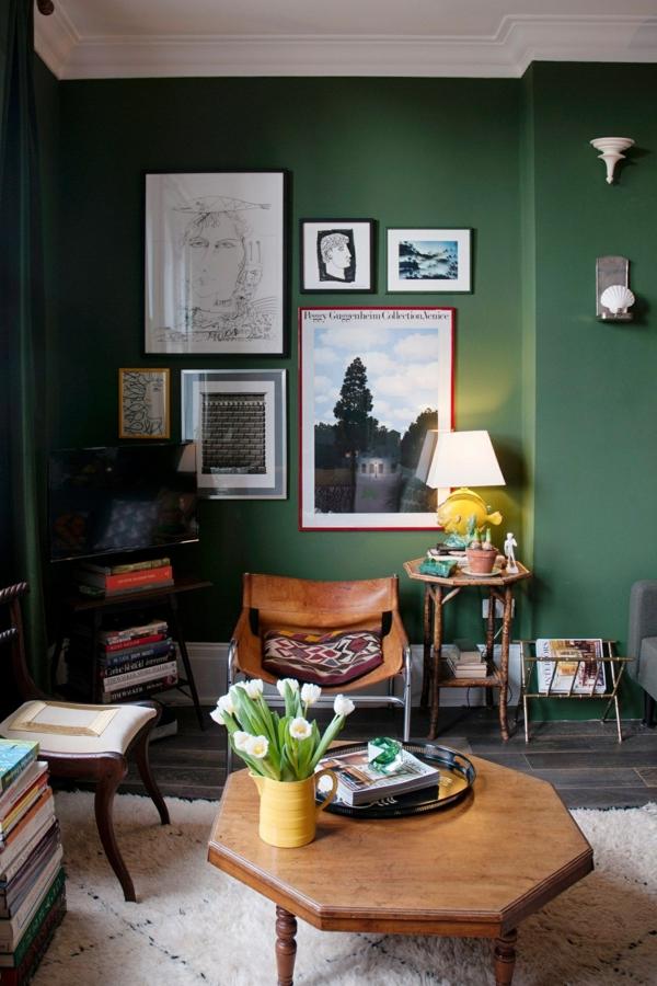 salon artistique peinture vert émeraude mobilier en bois