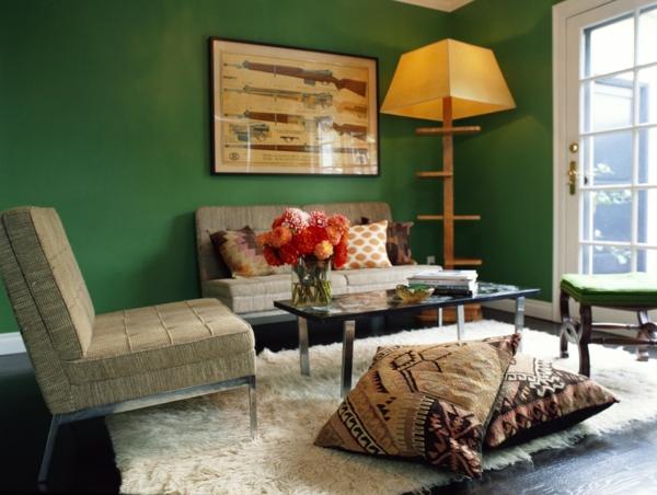 salon chaleureux peinture vert émeraude table basse acier