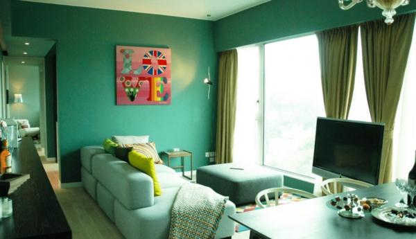 salon différentes nuances du vert peinture vert émeraude sur les murs