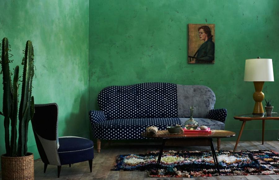 salon sophistiqué peinture vert émeraude tapis berbère