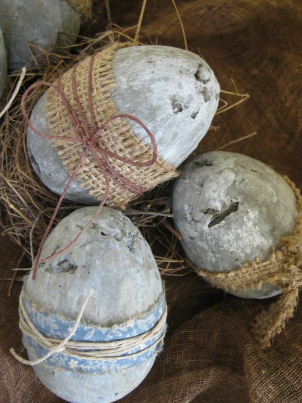 Comment faire des œufs de Pâques décoratifs en béton déco ficelle toile de jute