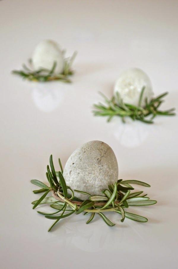 Comment faire des œufs de Pâques décoratifs en béton déco herbes