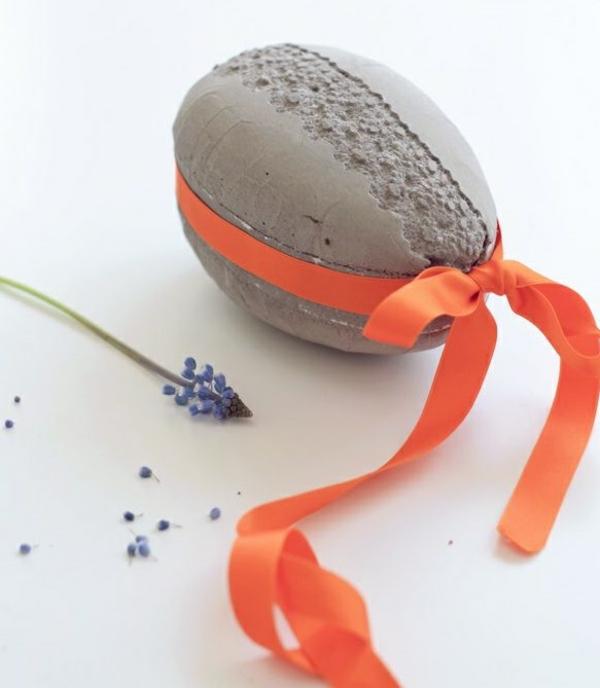 Comment faire des œufs de Pâques décoratifs en béton déco ruban coloré