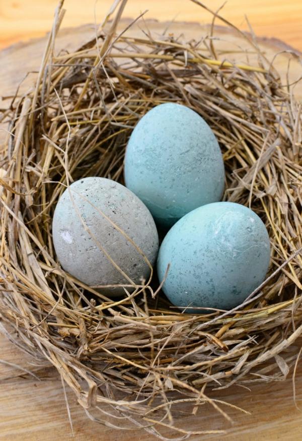 Comment faire des œufs de Pâques décoratifs en béton oeufs colorés