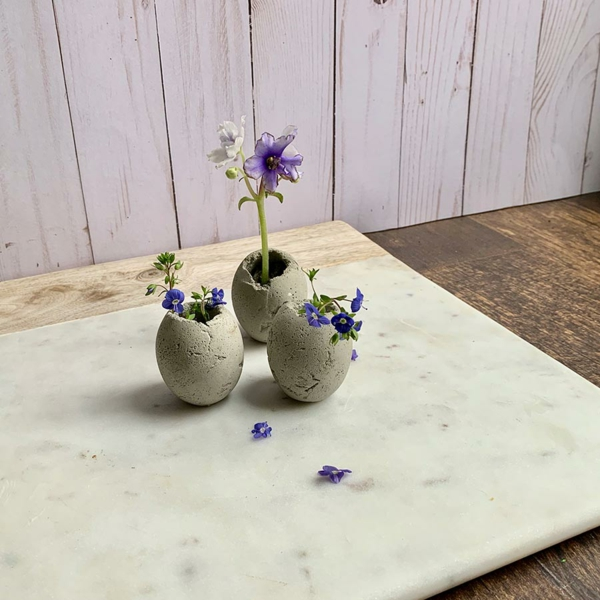 Comment faire des œufs de Pâques décoratifs en béton pot de plante