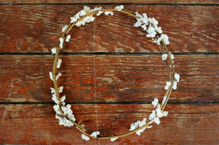 DIY diadème mariage avec des branches fleuries modèle