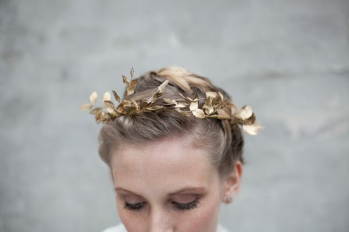 DIY diadème mariage avec des feuilles dorées