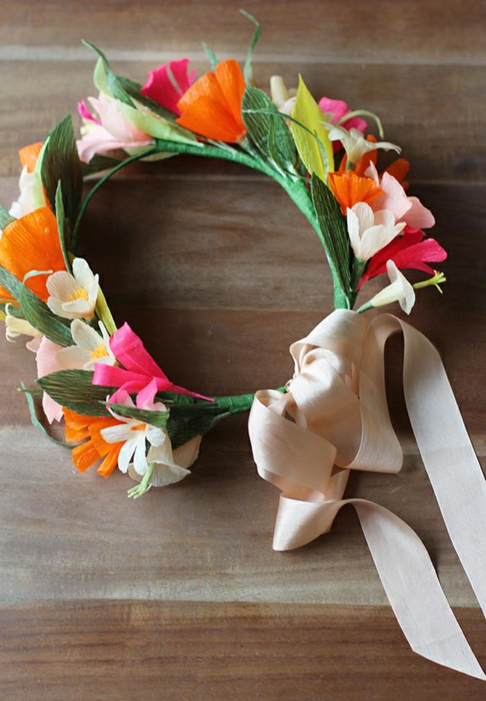 DIY diadème mariage avec des fleurs en papier crépon