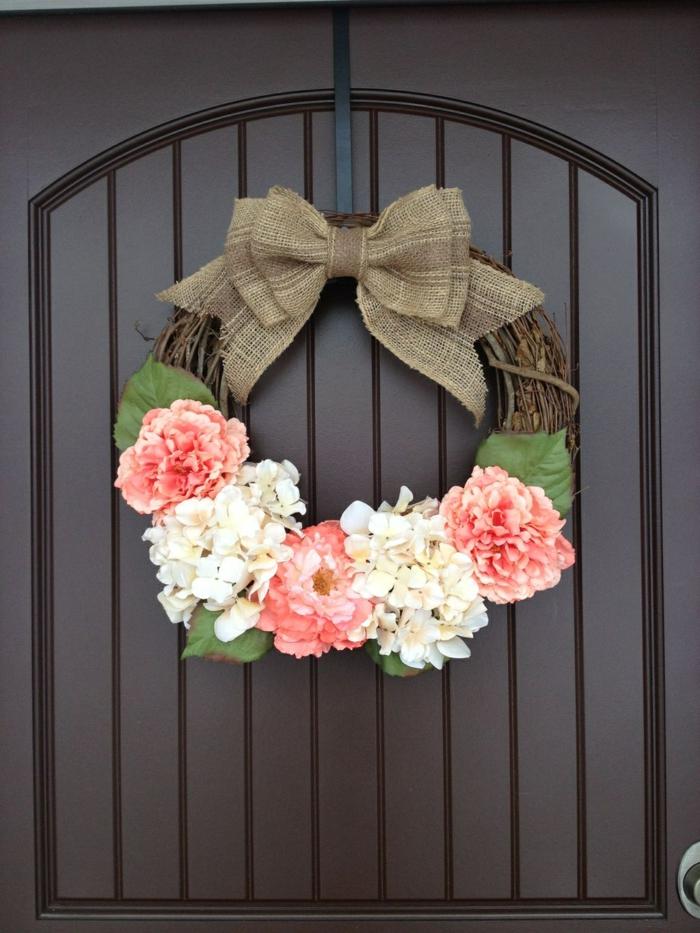 activité manuelle printemps couronne avec des fleurs