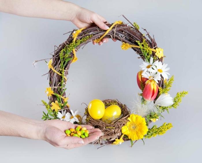 activité manuelle printemps couronne déco en jaune