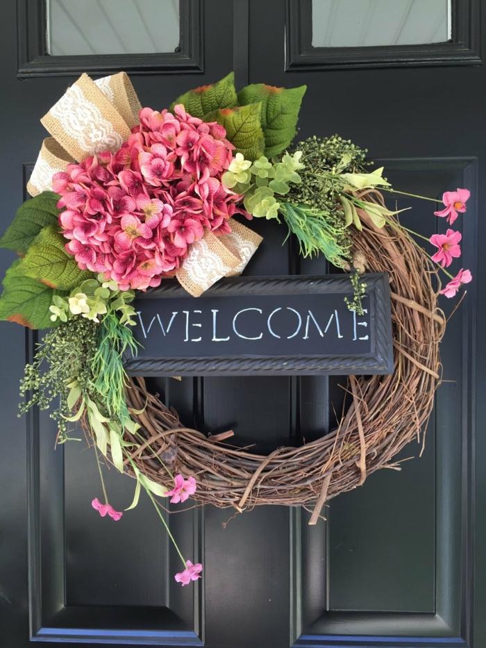 activité manuelle printemps couronne porte d'entrée avec des hortensias