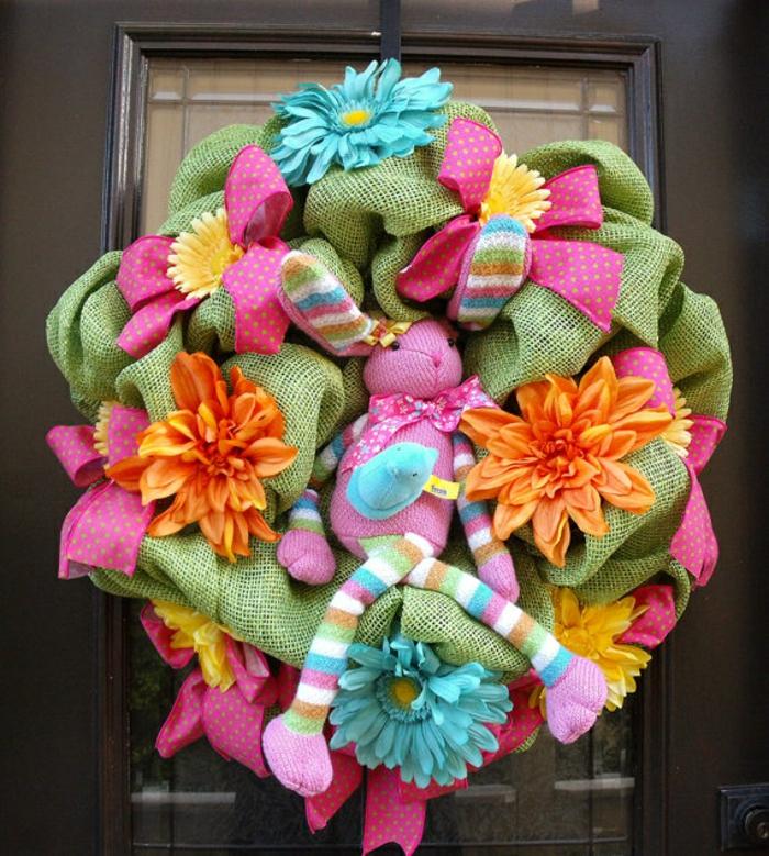 activité manuelle printemps décoration colorée pour la porte d'entrée