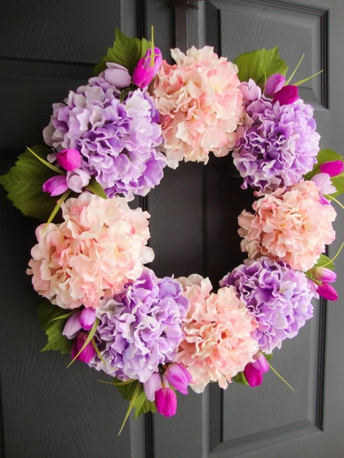 activité manuelle printemps décoration porte d'entrée hortensias