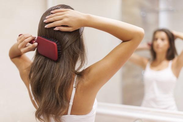 améliorer solidité cheveux brosse à cheveux