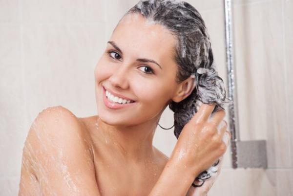 améliorer solidité cheveux laver les cheveux