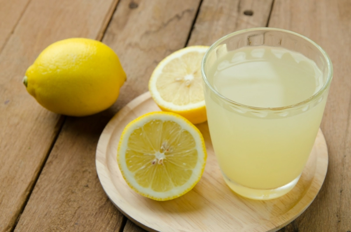 blanchir les dents avec jus de citron naturellement