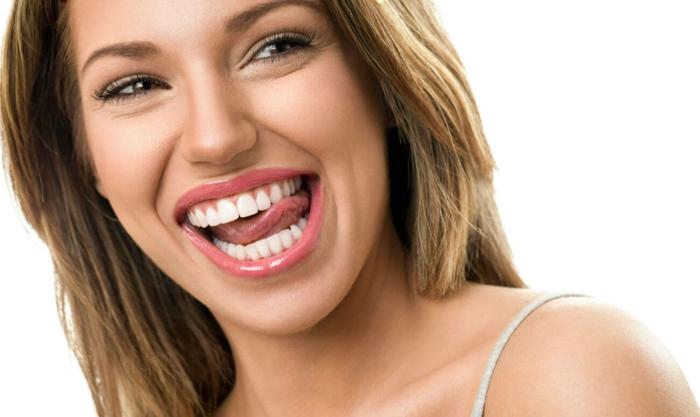 blanchir les dents pour avoir un beau sourire