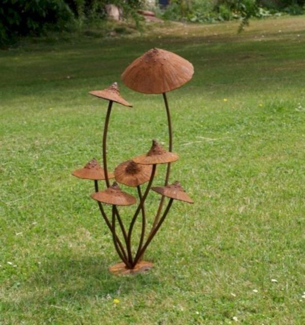 champignons idée déco jardin métal rouillé