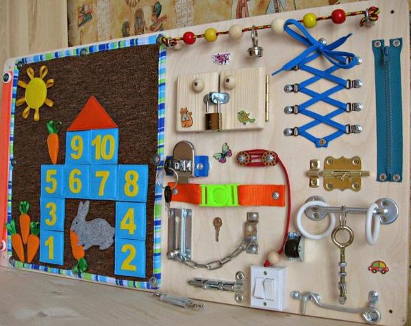 créer un panneau sensoriel montessori enfants