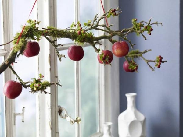 déco fenêtre pour pâques branchage et fruits