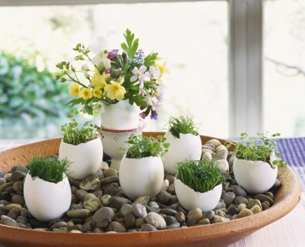 déco fenêtre pour pâques coquilles herbes vertes