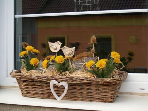 déco fenêtre pour pâques panier de pâques fleurs rebord de fenêtre extérieur