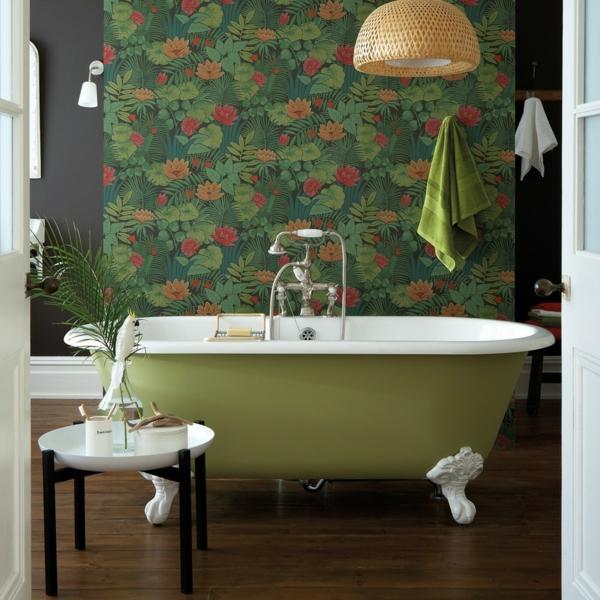 déco jungle salle de bain baignoire rétro