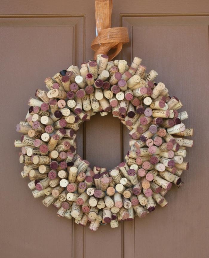 déco porte d'entrée bricolage avec bouchon de liège