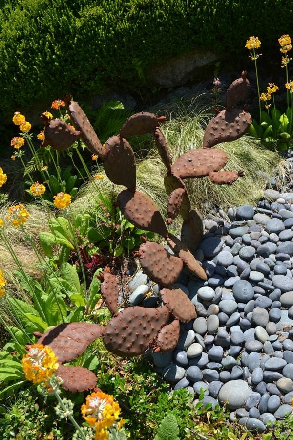diy cactus idée déco jardin métal rouillé