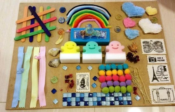 diy panneau sensoriel montesori matériaux du quotidien