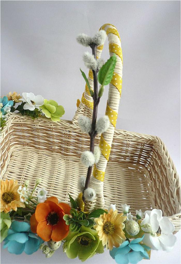 diy réalisation panier de pâques avec des fleurs artificielles