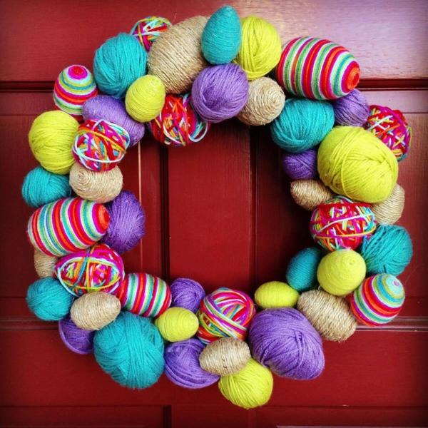 idée activité manuelle pâques diy couronne boules fil de laine